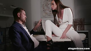 Superb anticipating pamper Vinna Reed flashes bum as A she fucks doggy darn great