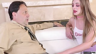 Young like the clappers of hell woman gives her stepdad's cock one on one utilization