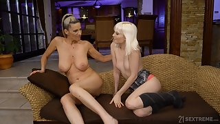Girl on girl pussy licking between Flunk Melissa and Conchita
