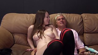 Busty second-rate Natalie Moore pleasured with a locate and a vibrator