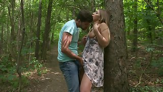 Escapist outdoor tryst for sensual blonde hottie Vyvan Hill