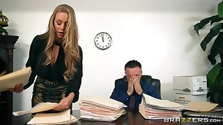 Bonny blonde gets intimate with her boss